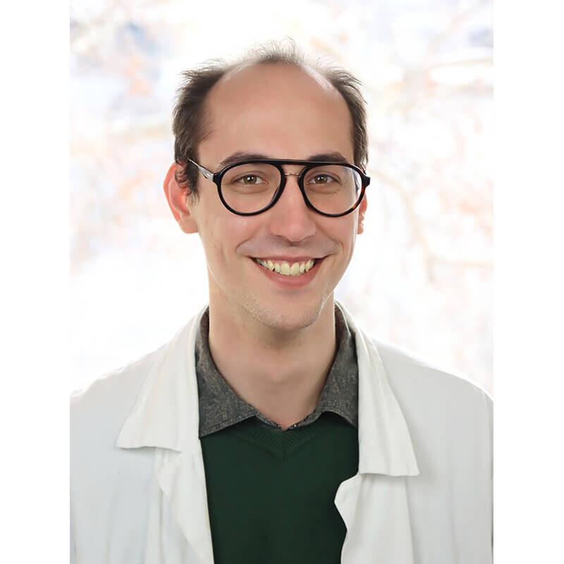 Dr. Csapó Márton